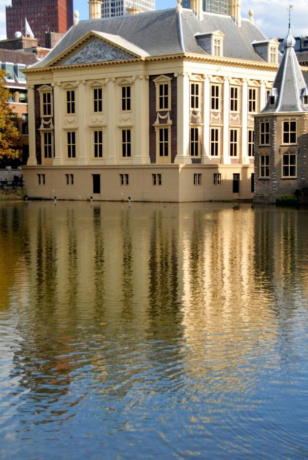 the Mauritshuis Museum with its reflection mirrored in a body of water in the foreground