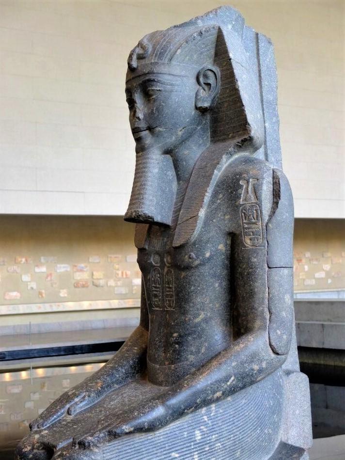 an ancient Egyptian sculpture of a pharaoh